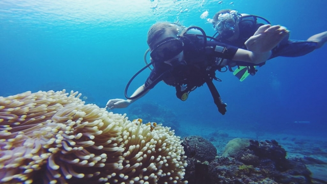 Indonesia, learning to scuba at Sanctum Unauna